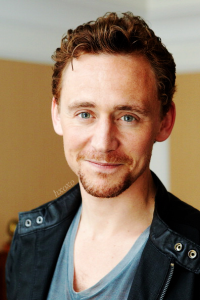 TOM HIDDLESTON SMILE